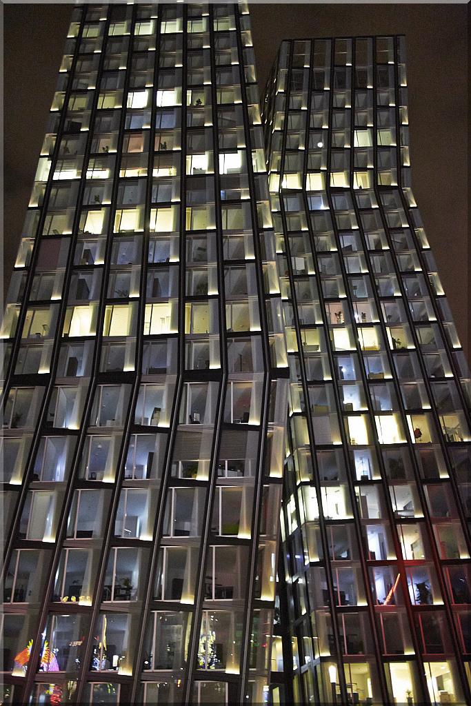 Hamburg: Dancing Towers